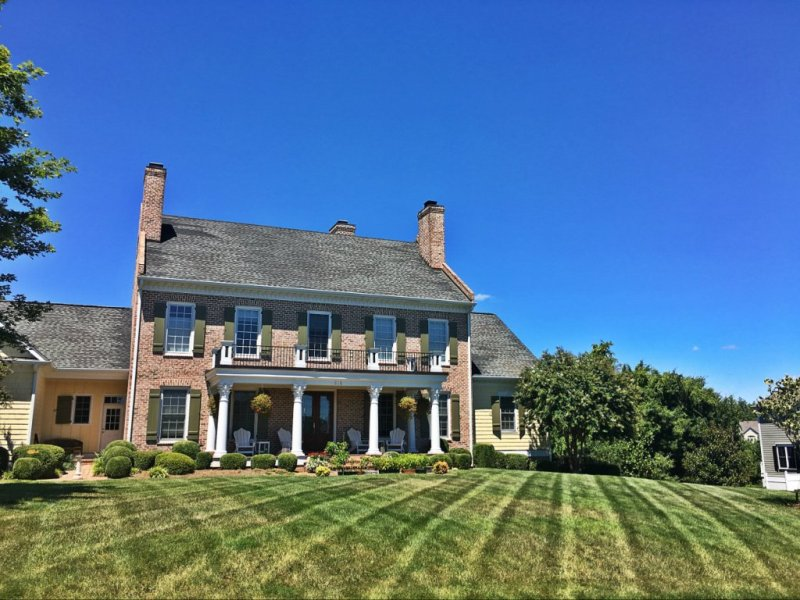 Beautiful landscaped home in Foxchase