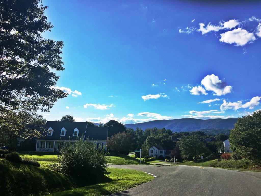 Beautiful Mountain View in Western Ridge